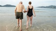older-walking-beach-today-150430-stock_43537b806e0b047cb7bd414aec05834c.nbcnews-ux-320-320